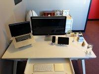 biurko i komputer